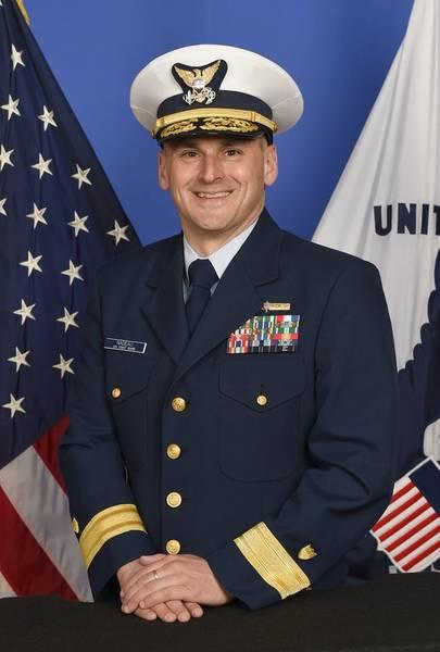 Контр-адмирал Джон Надо, который недавно принял командование Восьмым районом береговой охраны в Новом Орлеане
