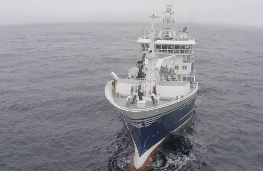 バードビューはノルウェーの漁船でドローンをテストしています。バードビューからの写真。