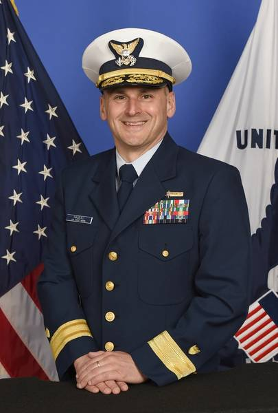最近ニューオリンズの第8沿岸警備隊地区を指揮したジョン・ナドー少将