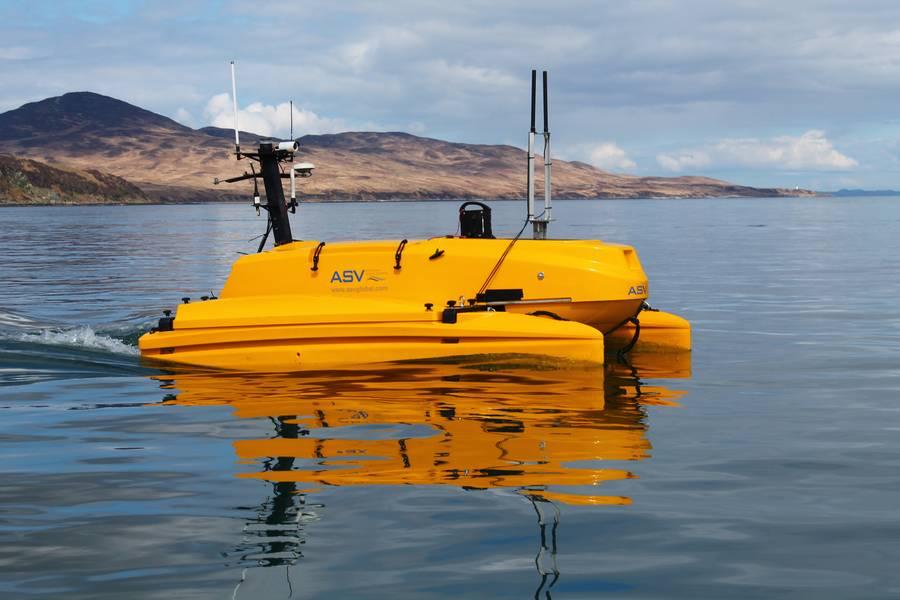 A C-Cat 3 ، من ASV Global ، يتم استخدامه لعمل ADCP في Sound of Islay. صورة من MarynSol.