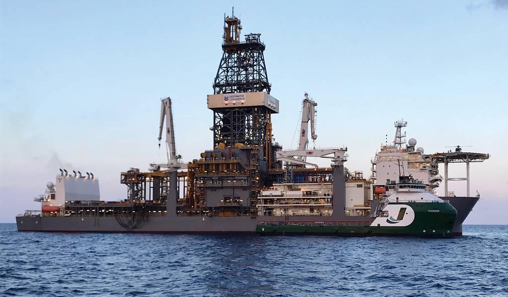 """OSV """"THUNDER"""" de propriedade da Jackson Offshore que serve floater """"DEEPWATER CONQUERER"""" Fonte: Jackson Offshore"""