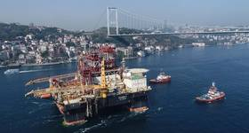 Through the Bosporus: the Black Sea capable, Scarabeo 9 semi-submersible drill rig (Photo: Saipem)