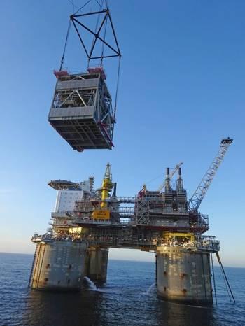 Lifting operation at the Troll B platform in the North Sea. (Photo: Arne Kristian Dahl/Equinor ASA)