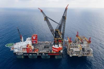 Верхние части для разработки Левиафана Noble Energy в Средиземном море были установлены крупнейшим в мире крановым судном, Sleipnir. (Фото: Heerema Marine Contractors)