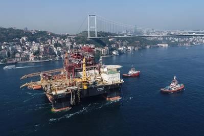 通过博斯普鲁斯海峡:黑海能力强大的Scarabeo 9半潜式钻机(照片:Saipem)