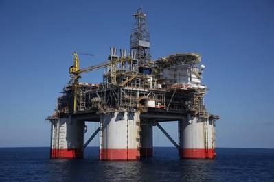 雪佛龙运营的Big Foot项目采用15槽钻井和生产张力腿平台,是世界上最深的钻井平台,设计用于每天75,000桶石油和2500万立方英尺天然气。 (照片:美国商业资讯)