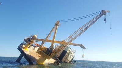 A Guarda Costeira e três bons navios samaritanos ajudaram no resgate de 15 pessoas de um barco de elevação perto de Grand Isle, Louisiana, em 18 de novembro de 2018. (foto da Guarda Costeira dos EUA por Alexandria Preston)