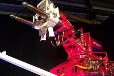 Weatherford本周在休斯敦推出了自动化管理压力钻井(MPD)立管系统。图为机器人手臂。 (照片:Jennifer Pallanich)
