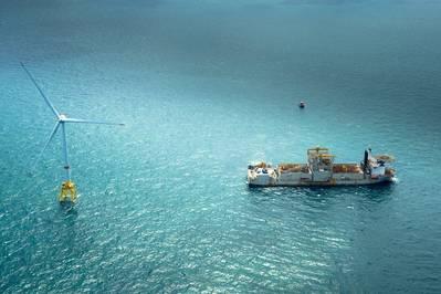 Windaufbau: Turbine und Serviceschiff, Teil des anhaltenden Wellengangs des Offshore-Windes (Foto: GE)