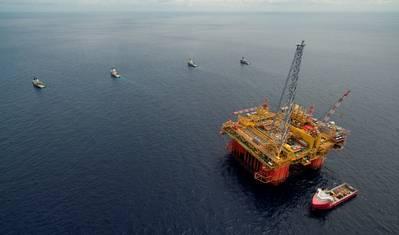 La instalación central de procesamiento del proyecto Ichthys LNG, Ichthys Explorer, llega a aguas australianas en mayo de 2017 (Foto de archivo: Inpex)