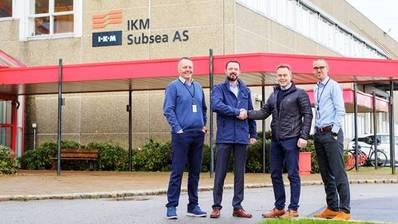De izquierda a derecha: Jan Vegard Hestnes Director de Operaciones IKM, Ben Pollard Director General de IKM, Geir Sjøberg CEO AKOFS y Hans Fjellanger Director de BD IKM (Foto: IKM)