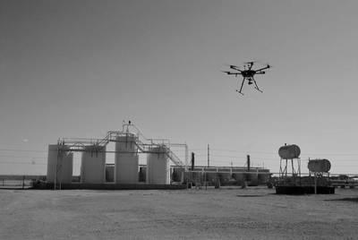 Un piloto de drones PrecisionHawk recopila datos aéreos durante una inspección de los activos petroleros. (Foto: PrecisionHawk)