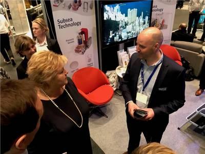 O primeiro-ministro da Noruega e Jan Fredrik Carlsen da Optime Photo creditam a Optime