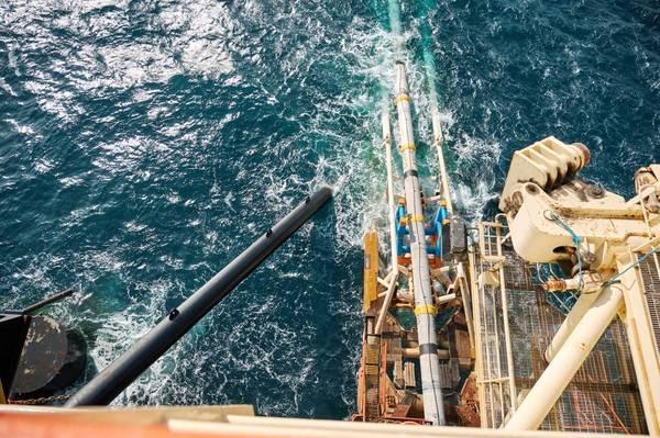 Castoro Sei pipelay activity during shore pull operations / Credit: TAP
