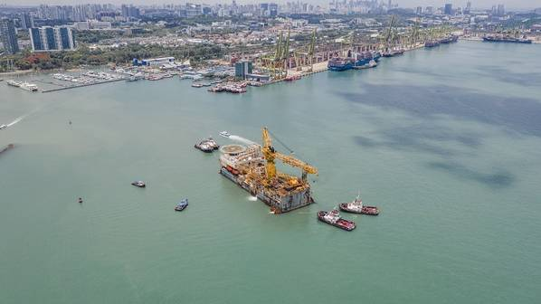 EDrill-2 preparing to berth in Singapore in April (Photo: Justin Tan of Kim Heng Yard)