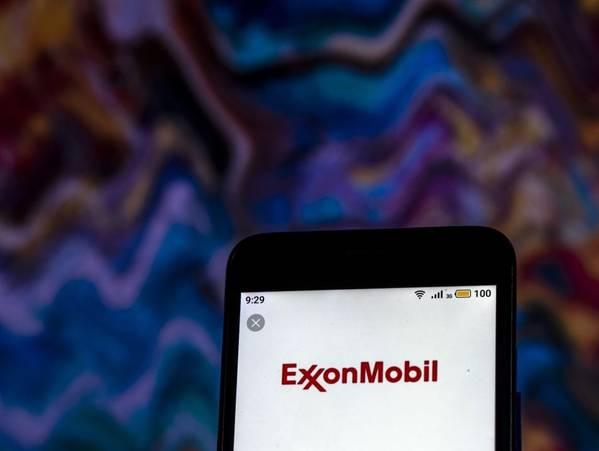 ExxonMobil logo - Игорь Головнёв
