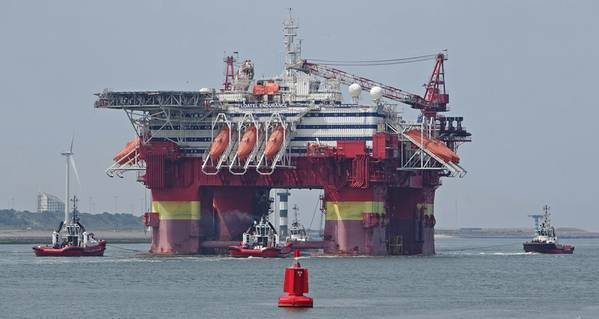A Floatel offshore accommodation rig / Author: Kees Torn/Flickr (CC BY-SA 2.0)