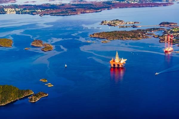 Illustration - Offshore rigs in Norway - Credit: anetlanda/AdobeStock
