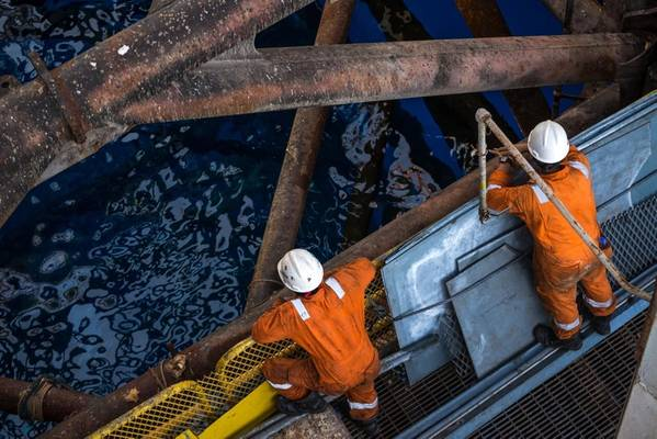 Illustration; Offshore Workers - Image by Snapin - AdobeStock