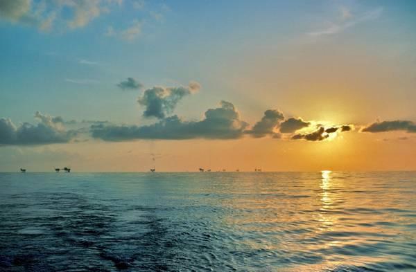 Illustration - Oil platforms in the U.S. Gulf of Mexico - Credit: Scott Bufkin/AdobeStock