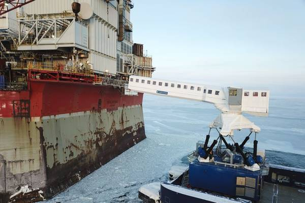 Image 3 – The N-type system operating in the extreme-cold winter conditions off the coast of Sakhalin, Russia - Source: Ampelmann