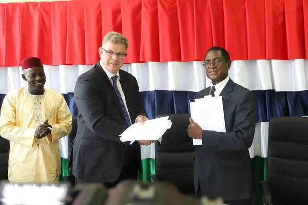 The joint operating agreement was signed by GNPC Managing Director Yaya F. Barrow and BP Africa New Countries Vice President Jonathan Evans. (Photo: GNPC)