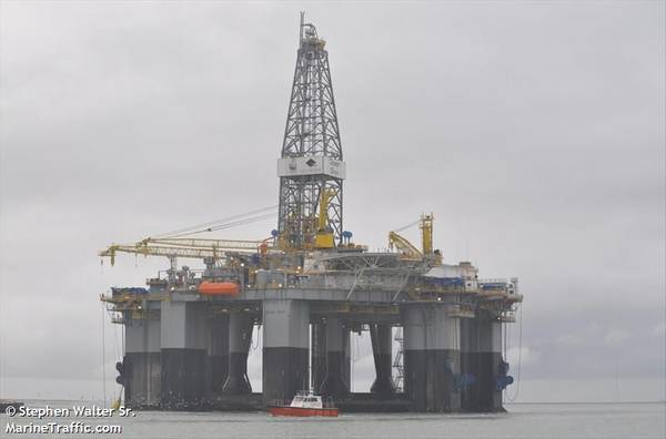 Ocean Onyx semi-submersible drilling rig. Image by Stephen Walter Sr. / MarineTraffic