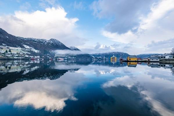 An offshore rig in Norway - Credit: MXW Photography/AdobeStock