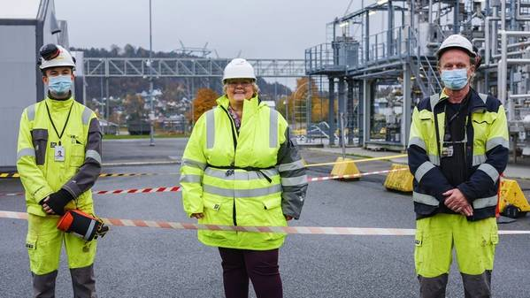 (File Photo) Prime Minister Erna Solberg opening the world's largest CO2 transport test facility at Equinor in Porsgrunn in October 2020. (Photo: Ole Jørgen Bratland/Equinor)