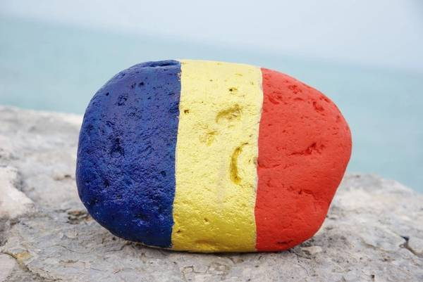 The Romanian flag colors on a stone - Image by yournameonstones - AdobeStock