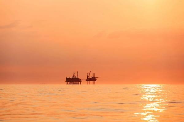 Silhouette of an oil platform at sunset in the Gulf of Mexico - Image by Lukasz Z / AdobeStock