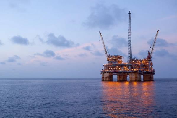 BP, второй по величине производитель нефти в Мексиканском заливе США по объему, прекращает всю добычу на своих четырех платформах в Персидском заливе, включая Na Kika (на фото). (Файл фото: БП)