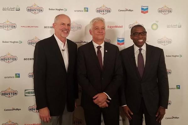 जेफ शेललेबर्गर, 23 वीं डब्ल्यूपीसी आयोजन समिति के अध्यक्ष; टॉर फाजेरन, विश्व पेट्रोलियम परिषद के अध्यक्ष; और एक प्रेस ब्रीफिंग के बाद बेकर ह्यूजेस में वैश्विक परिचालन के उपाध्यक्ष उविम उकपोंग। (फोटो: जेनिफर पलानीच)