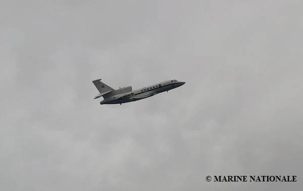 फ्रांसीसी नौसेना का एक विमान आठ चालक दल की तलाश में सहायता कर रहा है जो अभी भी डूबे हुए अपतटीय टग आपूर्ति पोत बोरबन रोड से लापता है। डूबने के समय चालक दल के 14 सदस्यों में से तीन को बचा लिया गया है, और तीन के मृतक होने की पुष्टि की गई है। (फोटो: मरीन नेशनले)