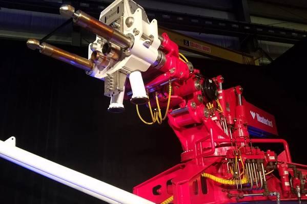 वेदरफोर्ड ने इस सप्ताह ह्यूस्टन में अपनी स्वचालित प्रबंधित ड्रिलिंग (एमपीडी) राइजर प्रणाली शुरू की। चित्र रोबोट की भुजा है। (फोटो: जेनिफर पलानीच)