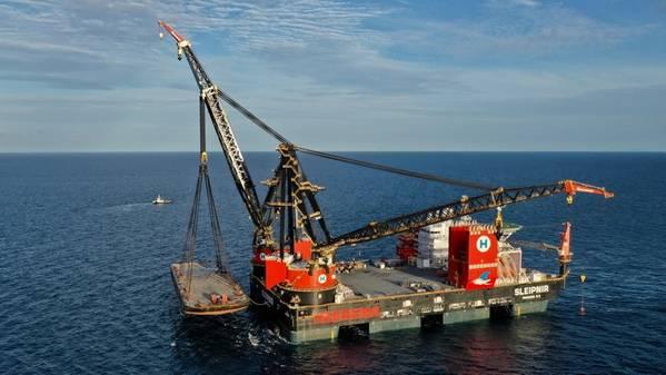 समुद्री परीक्षणों के परीक्षण के दौरान, स्लीपिपनिर के दो 10,000-मीट्रिक-टन क्रेन ने विकृत विनिर्देशों (फोटो: हीरिन समुद्री ठेकेदार)