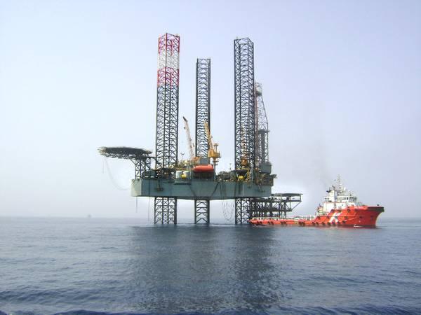 市场提升:带供应船的Seadrill自升式升降机(照片:Seadrill)