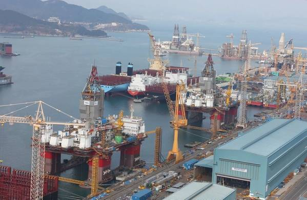 插图;新加坡船厂的自升式和半式-信用:Bjorn Iversen