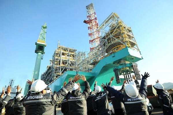 Cerimônia de vela PFLNG Dua - Imagem por Petronas
