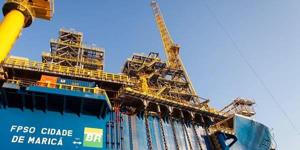 Maior produtor: o FPSO Cidade de Maricá, produzindo no campo Lula através de sete poços interconectados, produziu 150.600 boepd e foi a maior instalação de produção de petróleo do Brasil em agosto. (Foto: Petrobras)