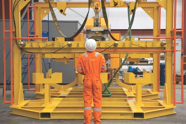 Um técnico da Proserv que realiza uma inspeção de equipamentos (Foto: Proserv)