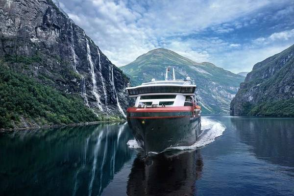 MS Roald Amundsen is the first of two hybrid ships Hurtigruten will add to its fleet over the next few years. Innovative sustainable technology from Kongsberg Gruppen reduces fuel consumption and CO2-emissions on the ships by 20 percent. Image: Kongsberg Gruppen