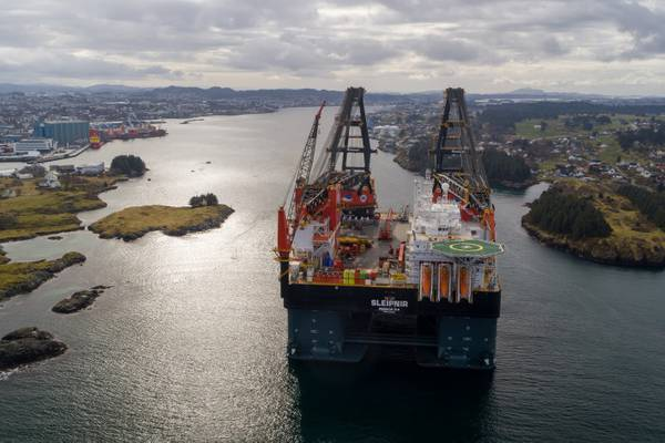 The world's largest crane vessel arriving Haugesund. Photo: Øyvind Gravås and Bo B. Randulff / Aibel