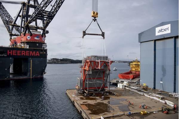 The world's largest crane vessel Sleipnir is lifting the SEP module in front of the North Sea Hall in Haugesund. Photo Øyvind Sætre/Aibel.