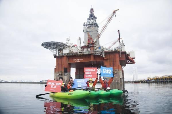 Ermutigt: Greenpeace-Aktivisten nach ihrem Abstieg vom West Hercules-Rigg auf dem Weg zur Arbeit in der Barentssee (Foto: Jani Sipilä / Greenpeace)