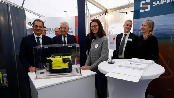 Roberto Di Silvestro (αριστερά), επικεφαλής της Sonsub στο Saipem, Giovanni Chiesa, επικεφαλής υποθαλάσσιων τεχνολογιών και υποβρύχιων τεχνολογιών στο Saipem, Sophie Hildebrand, επικεφαλής της τεχνολογίας Equinor, Hans Henrik Nygaard, προμήθειες Equinor και Gry Lindboe, προμήθεια διαχειριστή Equinor. (Φωτογραφία: Arne Reidar Mortensen)